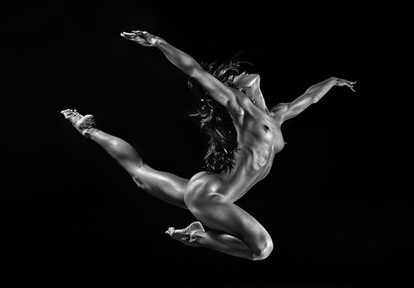 Muscular Female Dancer Picture