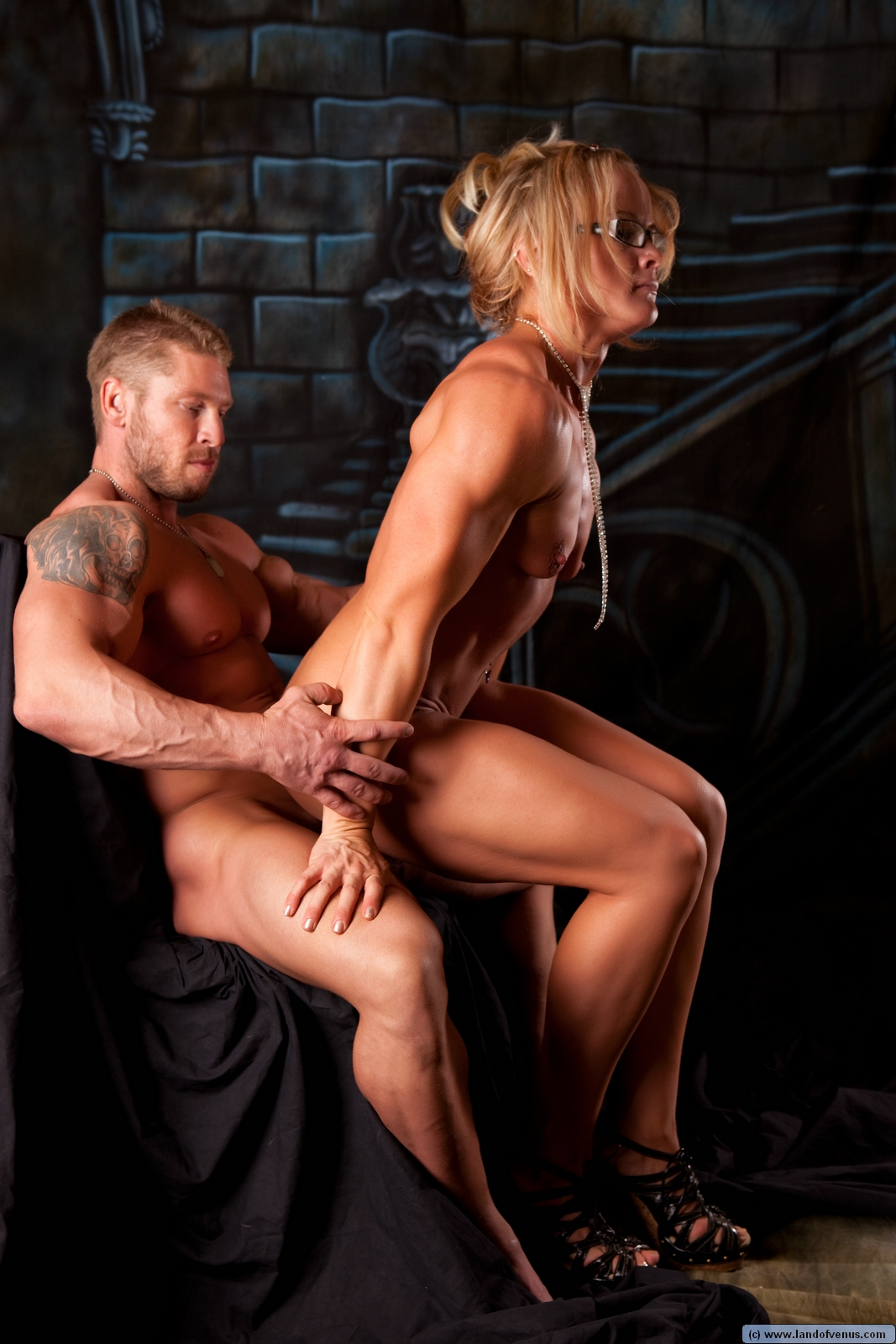 A Few More Of Muscle Girl  Her Boy-1216