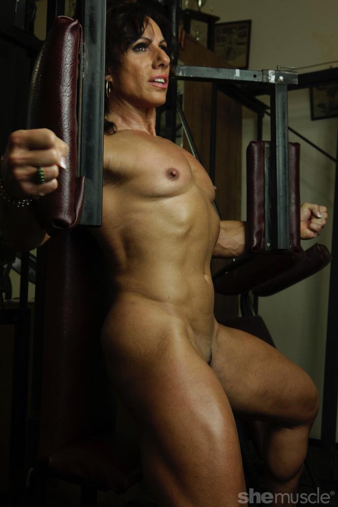 Annie rivieccio bodybuilder handjob