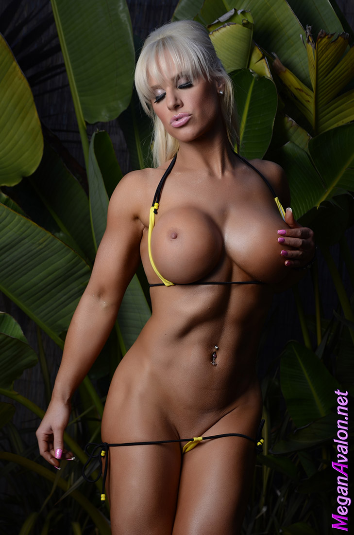 Muscle barbie megan avalon is a sexy show off 1
