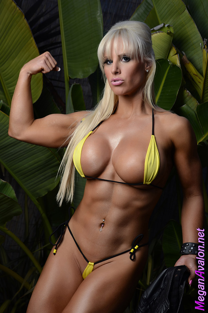 naked muscle bound chicks
