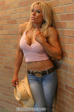 Female Bodybuilder Amy Peters Picture