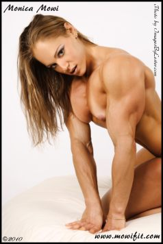 Nude Female Bodybuilder Monica Mowi Picture
