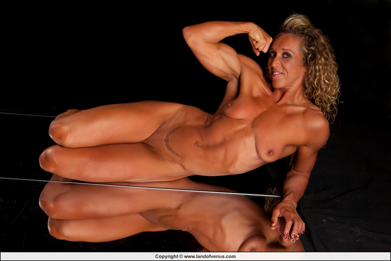 Sexy muscle women porn