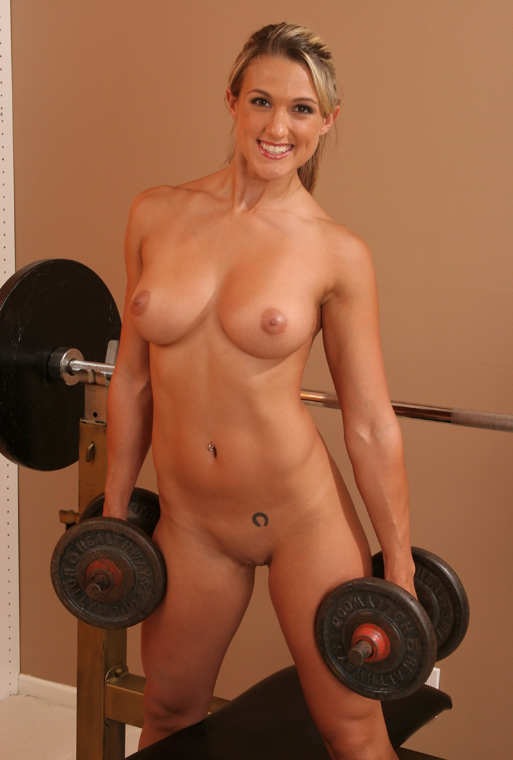 girl lift nude