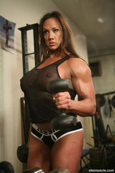 Female Bodybuilder Amber De Luca Picture