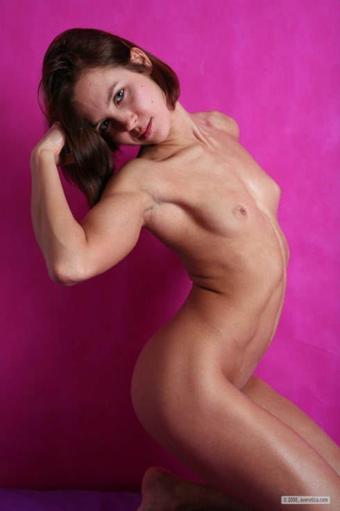 Matrix found another picture gallery of her .. man oh man wadda muscle minx ...
